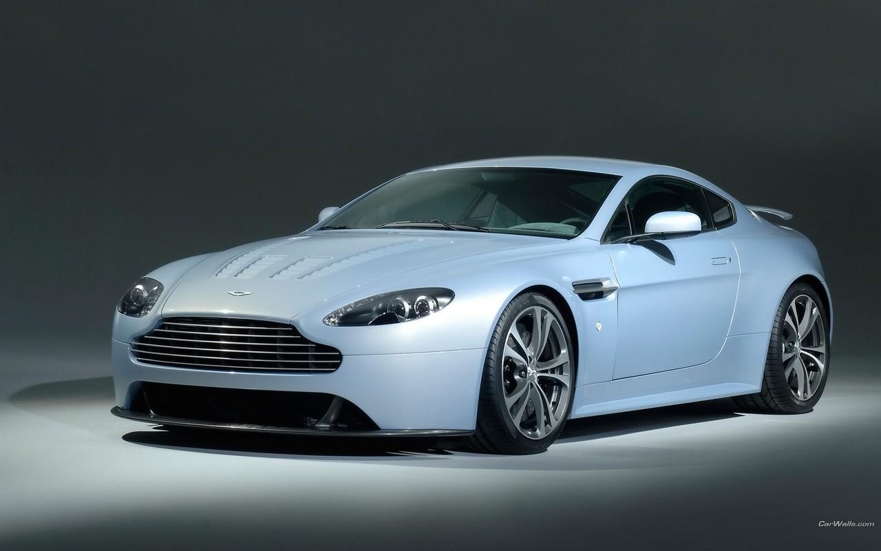 Aston_Martin_V12_Vantage_front_view_762