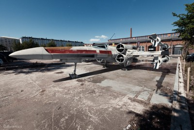he-modified-the-build-with-a-custom-brass-landing-gear-and-a-cockpit-outfitted-with-fiber-optics-the-paint-job-looks-perfectly-weathered