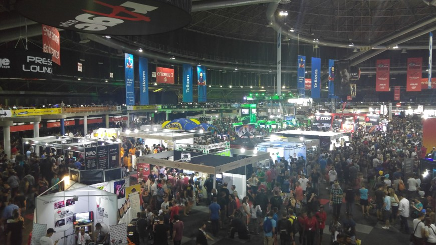 rage expo 2015 floor crowd