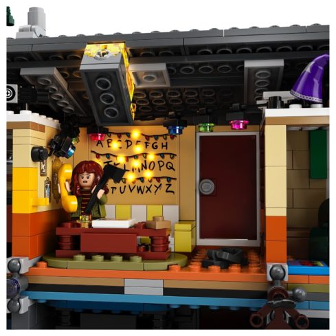 The LEGO Stranger Things set has functional lights